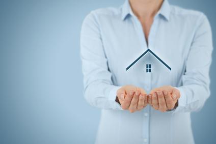 Wohnungseigentümergemeinschaften, Frau mit Haus